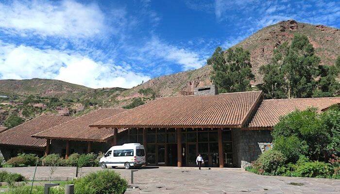 オリャンタイタンボのホテル外観
