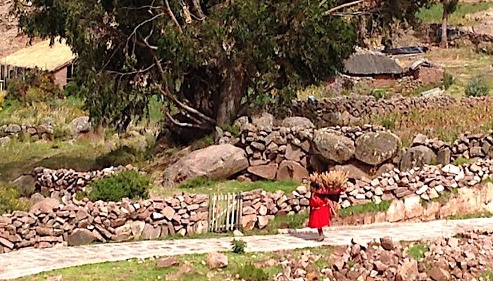 タキーレ島の働く女性