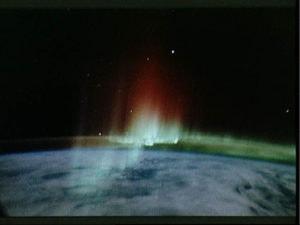 スペースシャトルからのオーロラ
