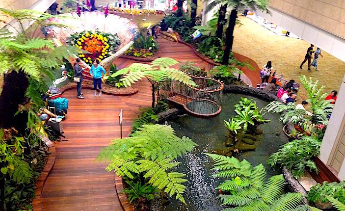 チャンギ空港インドア庭園画像