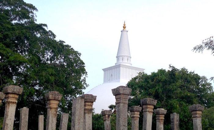 スリランカの名所、アヌラーダプラの仏塔