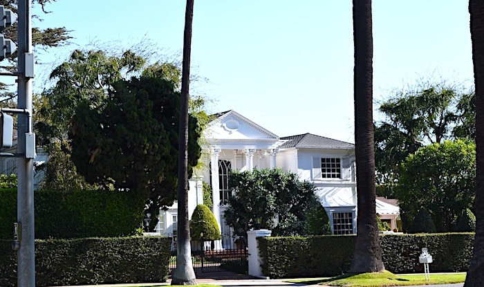 観光名所のビバリーヒルズの豪邸