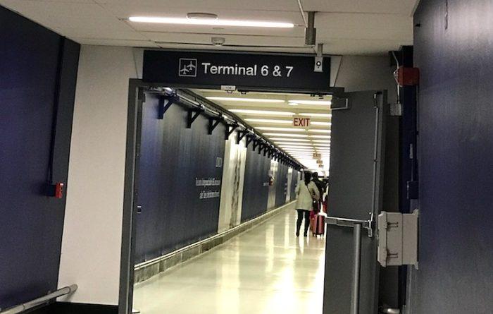ロサンゼルス空港の地下通路