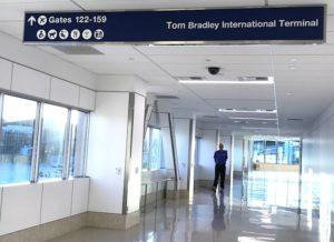 LAXのターミナル間の通路