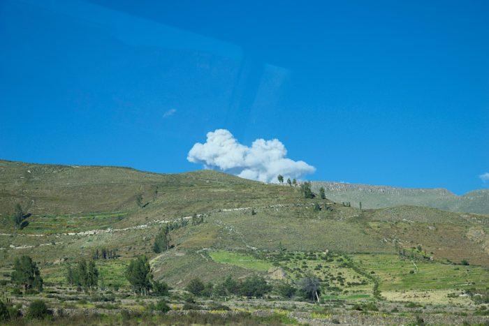 サバンカヤ火山の噴煙