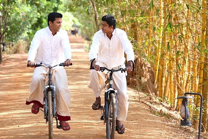 JWヴィルウヤナで自転車に乗るスタッフたち