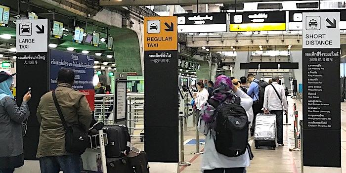 バンコク空港タクシー乗り場画像