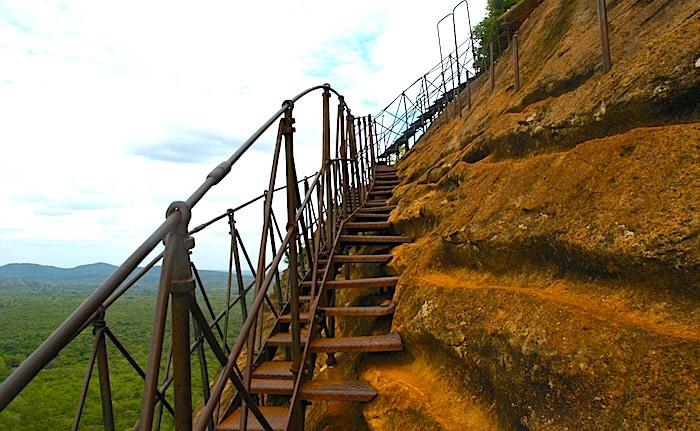 シギリヤロック頂上直前の階段画像