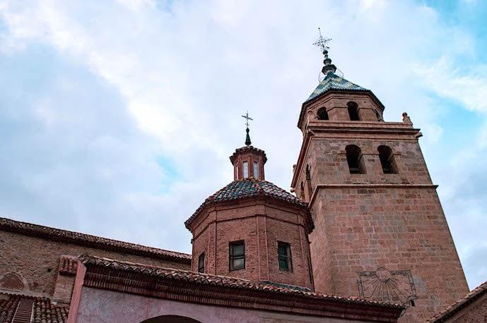 アルバラシンの大聖堂の鐘楼の画像