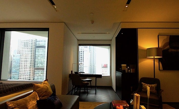 客室、窓側の様子の画像