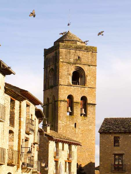 アインサの教会の鐘楼画像