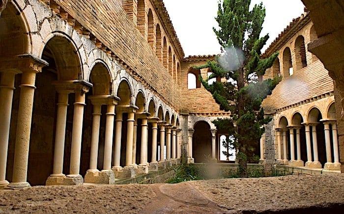 台形の回廊の画像