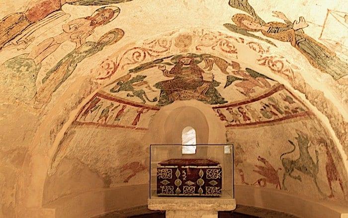 地下礼拝堂のフレスコ画の画像