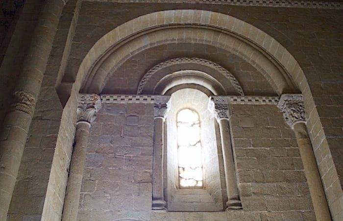 アラバスターのはまった窓の画像