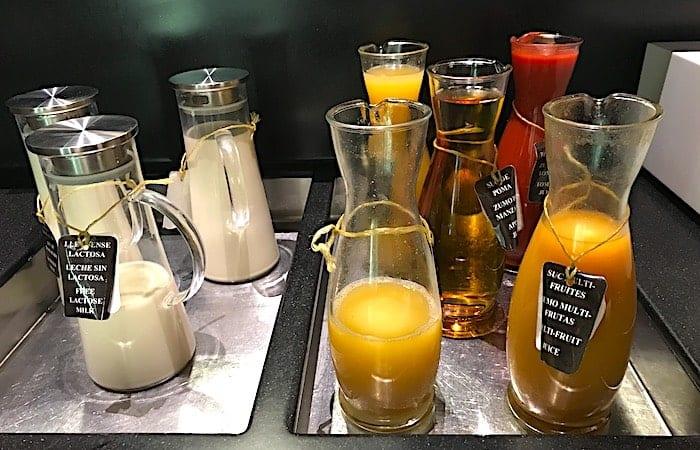 ラウンジ内のジュースの画像