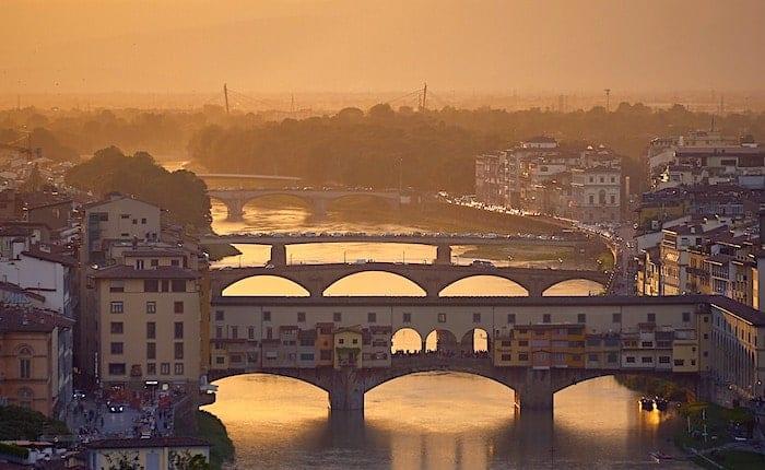 ヴェッキオ橋の遠景画像