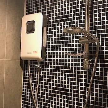 シャワーの給湯器の画像