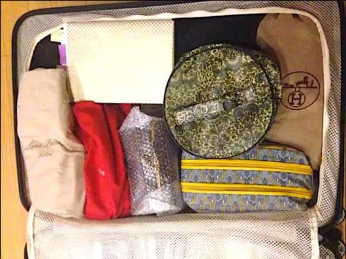 スーツケースのパッキングの画像