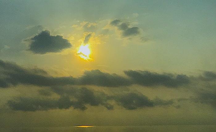 船からの日の出画像