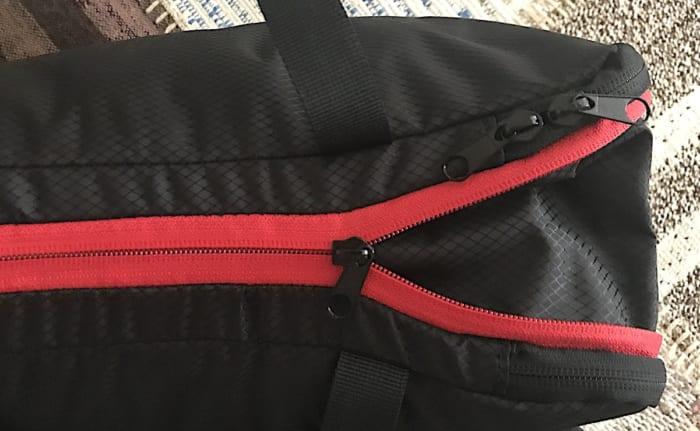 圧縮バッグの側面、ファスナー部分の画像