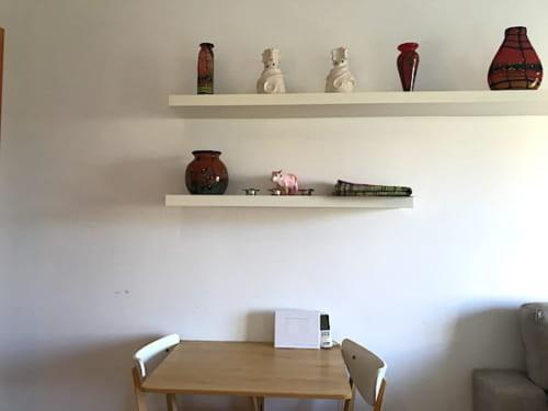 ガウディズネストの2人掛けのテーブルの画像