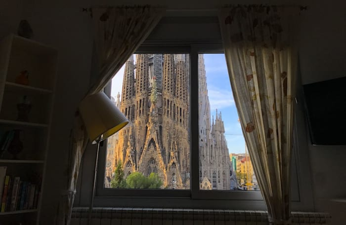 ガウディズネストの部屋から見るサグラダファミリアの景色の画像