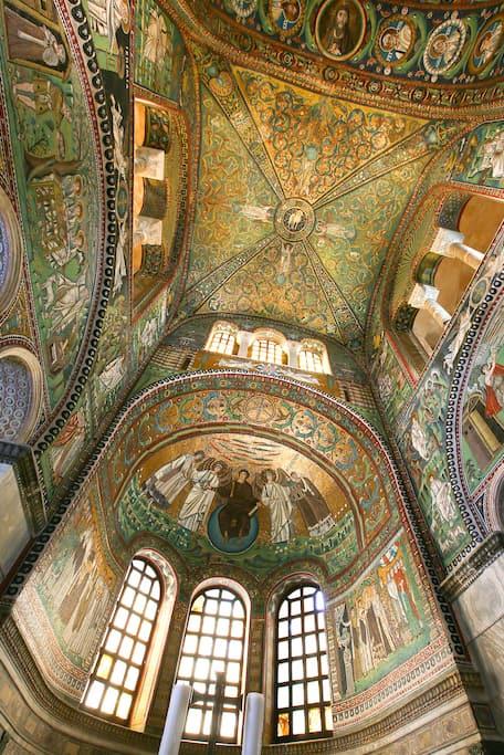サン・ヴィターレ聖堂の祭壇の画像