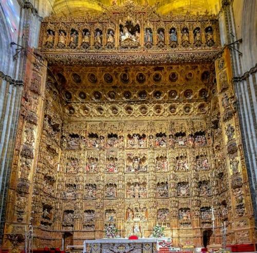 黄金の祭壇飾りの画像