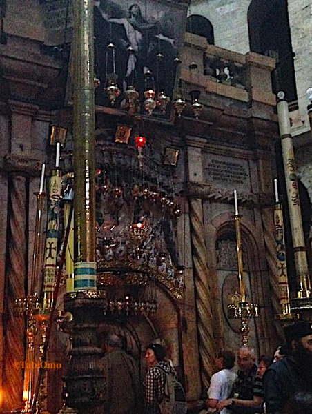 聖墳墓教会内のイエスの墓の画像